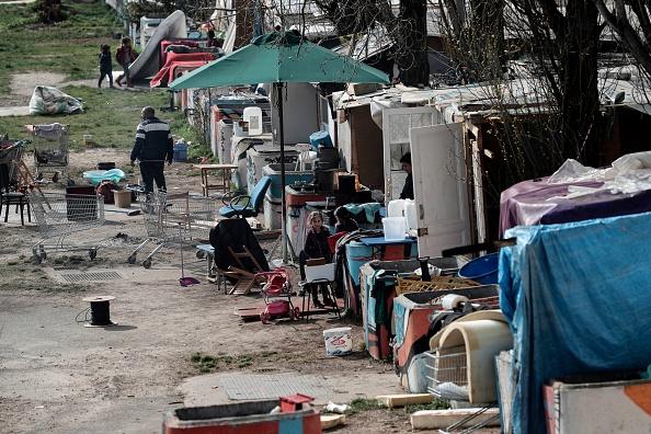 Var: une centaine de Roms s'installent en toute impunité sur un terrain privé et laissent derrière eux un gigantesque dépotoir