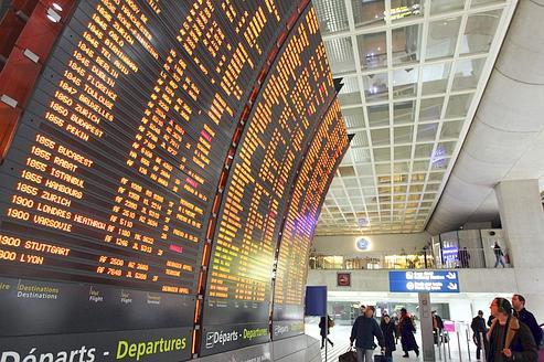 Roissy : une femme interpellée avec un pistolet chargé dans son sac à l'aéroport