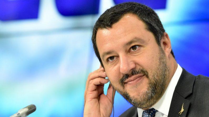 Matteo Salvini fait remarquer à Richard Gere qu'il est libre d'acheminer les migrants à Hollywood