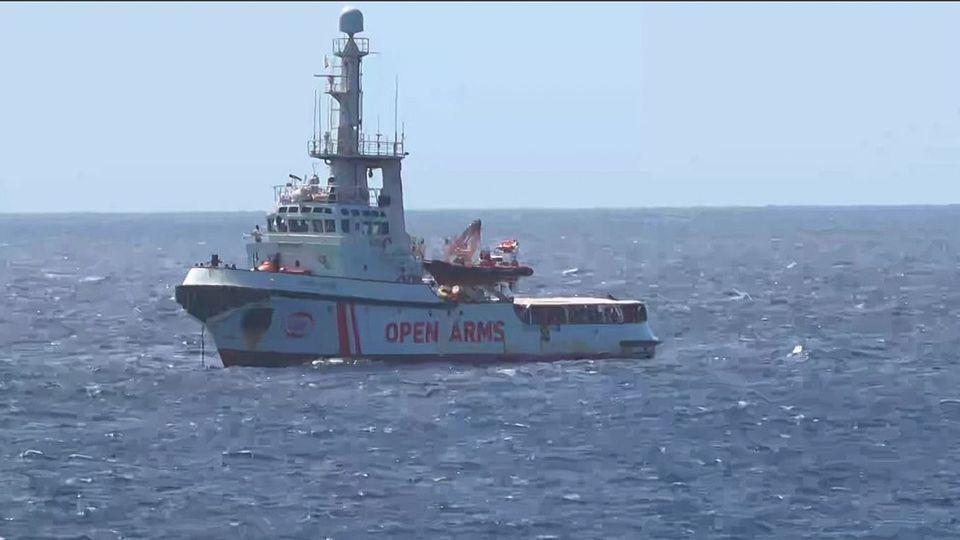 Six pays de l'UE, dont la France, prêts à recevoir des migrants secourus par Open Arms