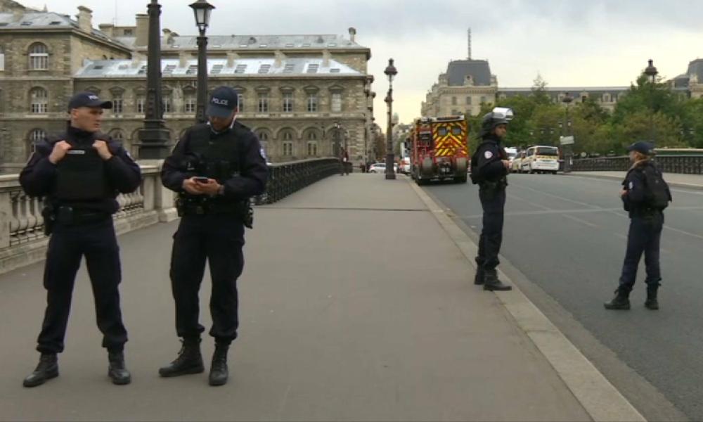 Attaque à la préfecture de police: le jeune gardien de la paix qui a abattu Mickaël Harpon va être promu