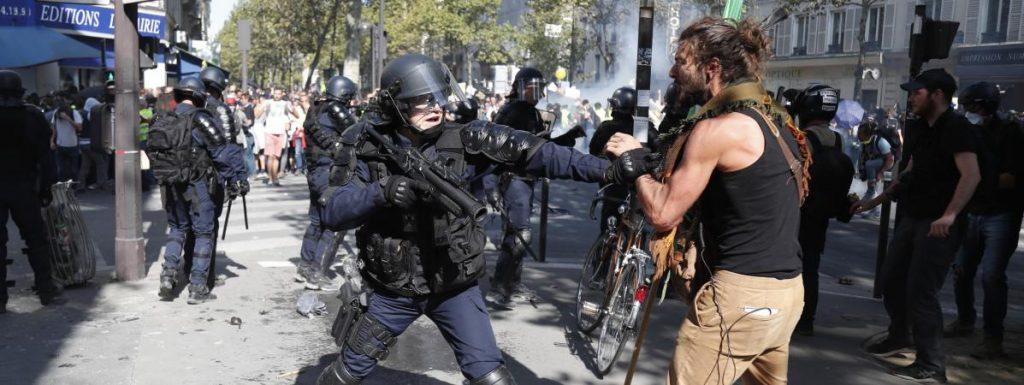 Un sénateur veut punir de 15 000 euros la diffusion d'images des forces de l'ordre