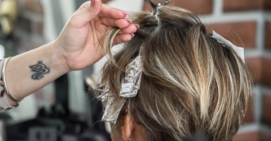 Une étude faite sur 8 ans indique que la coloration des cheveux augmente les risques d'avoir un cancer du sein