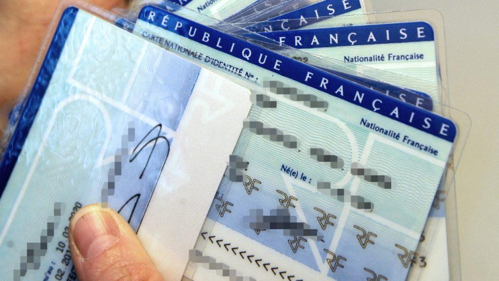 Une nouvelle carte d'identité plus petite et biométrique d'ici à 2021