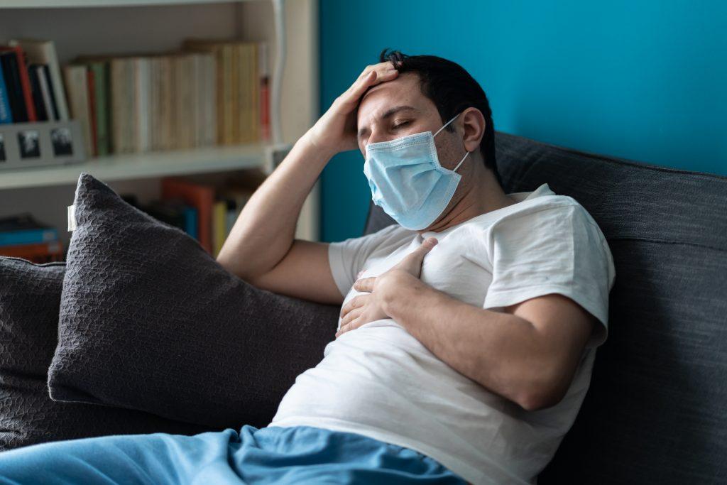 """Coronavirus – """"Les médecins ne savent pas si je vais guérir"""" : malades depuis des semaines, leur état ne s'améliore pas"""
