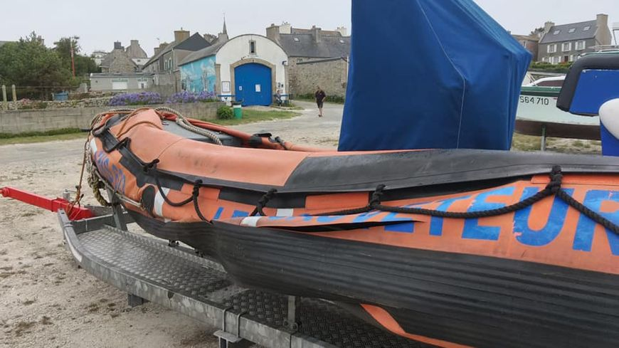 A grands coups de cutter, un canot de la SNSM a été vandalisé dans le Finistère.