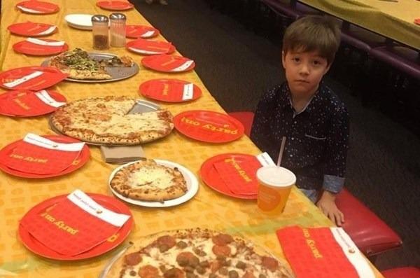 Enfant de 6 ans invite 32 de ses amis pour sa fête d'anniversaire, aucun d'eux ne s'est présenté