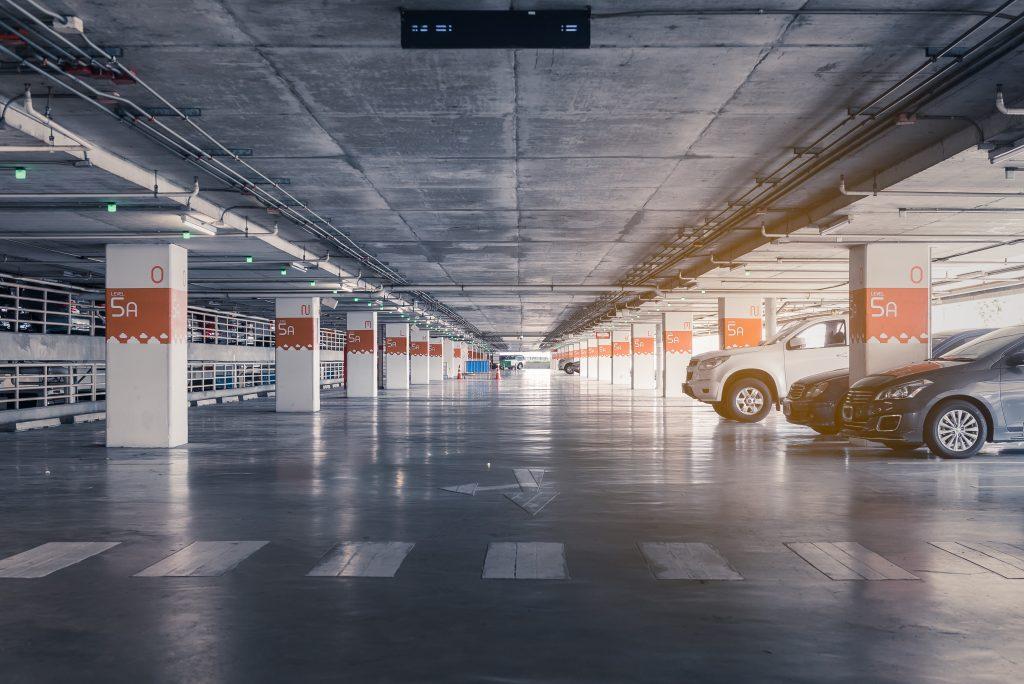 Il se gare quatre heures dans un parking et doit payer plus de 170000€ de stationnement