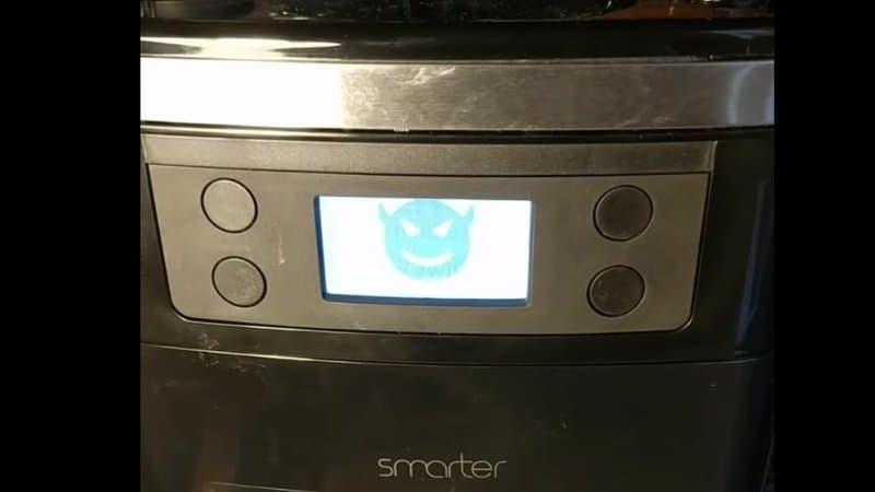 UNE MACHINE À CAFÉ CONNECTÉE DEVIENT INCONTRÔLABLE