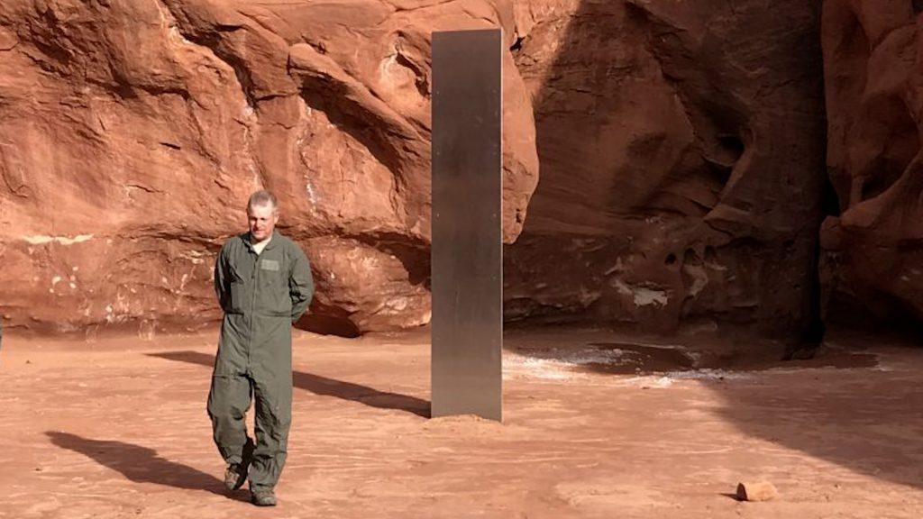 USA : Un mystérieux monolithe dans le désert !